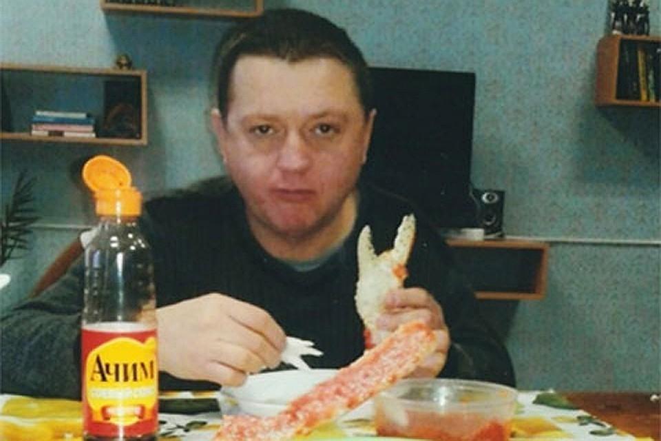 Фото Цеповяза, который кушает в тюрьме крабов, облетели всю страну