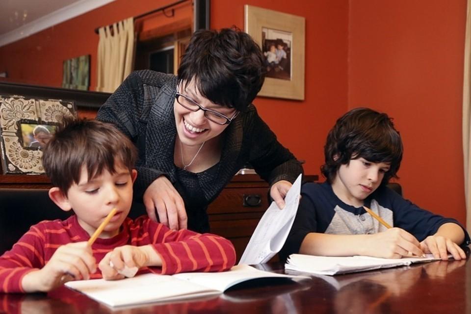 Больше половины россиян делают уроки вместо своих детей