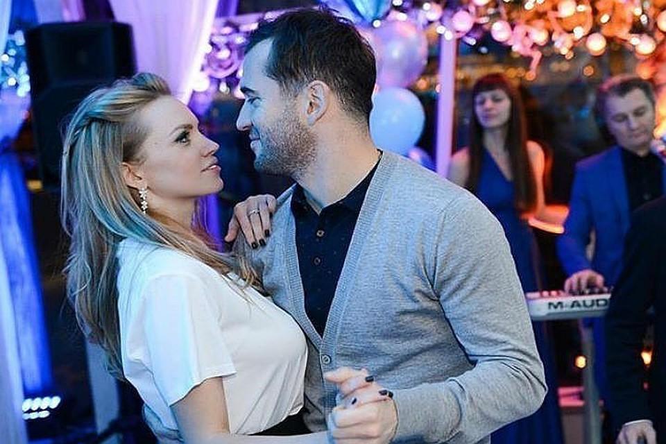 Кержаков делит ребенка с женой Миланой. Вот уже несколько месяцев.