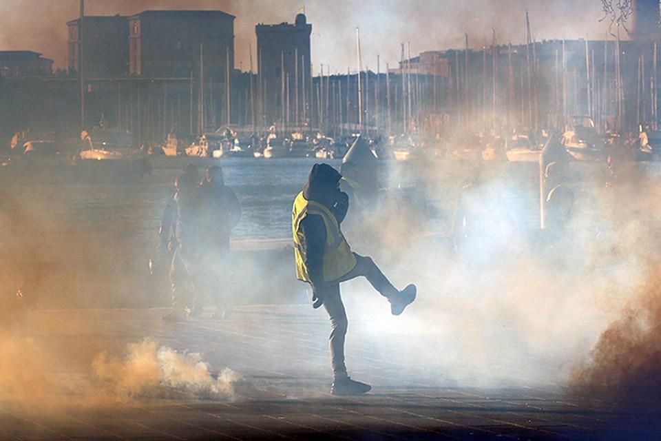Запалом для костра стала попытка властей поднять акцизы на топливо
