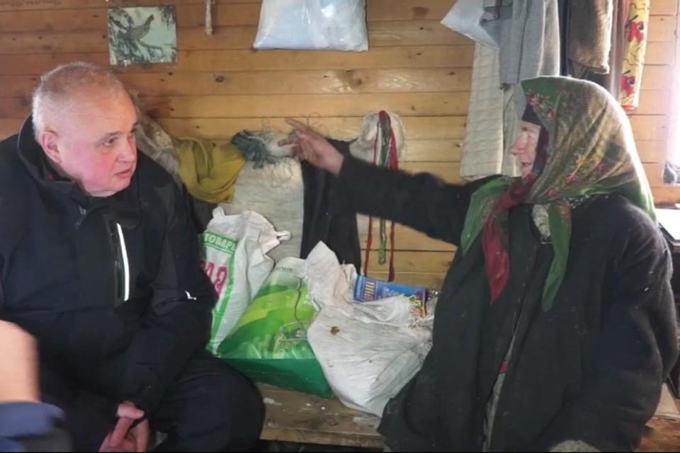 Агафья Лыкова рассказала о том, что медведь подходит прямо к дому и ничего не боится. Фото: кадр видео АКО