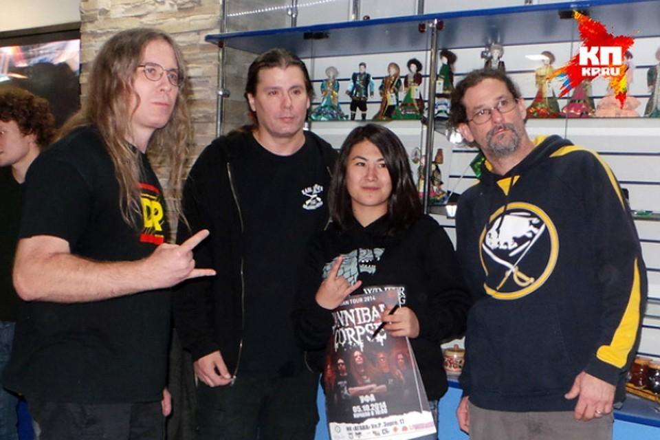 Гитарист метал-группы Cannibal Corpse напал на полицейского с ножом