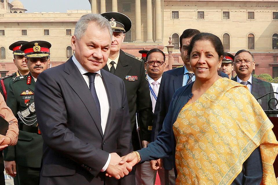 Министр обороны РФ Сергей Шойгу и его индийская коллега Нирмала Ситхараман в Дели.