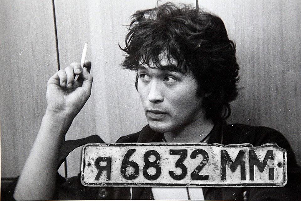 Месяц назад на аукционе «Литфонда» был продан за 2 миллиона рублей номерной знак автомобиля, на котором Цой разбился 15 августа 1990 года