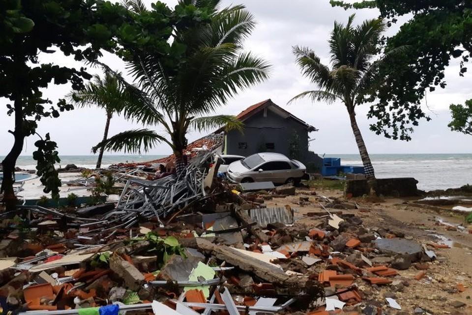 Число жертв цунами в Индонезии возросло до 222 человек
