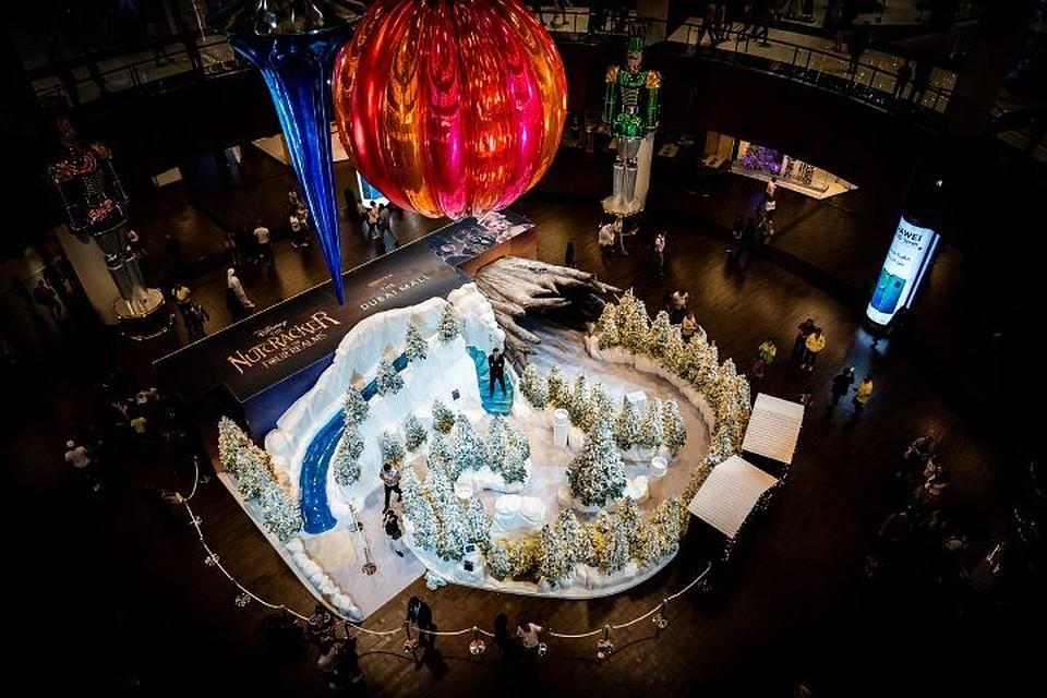 В Дубае установили самый большой в мире новогодний шар. Фото: twitter.com/@TheDubaiMall