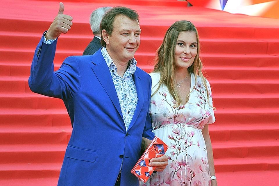 Брат жены Марата Башарова рассказал, что актер избил его сестру