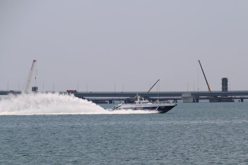 Береговая охрана дежурит в Керченском проливе
