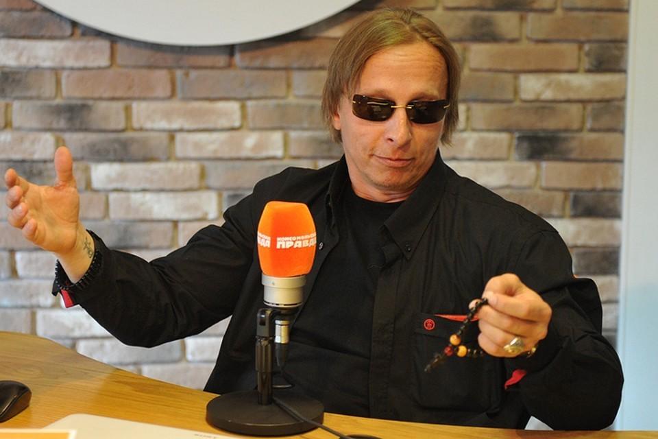 Актер, режиссер и писатель Иван Охлобыстин рассказал «Комсомолке», почему ему нравится, когда все летит в пропасть