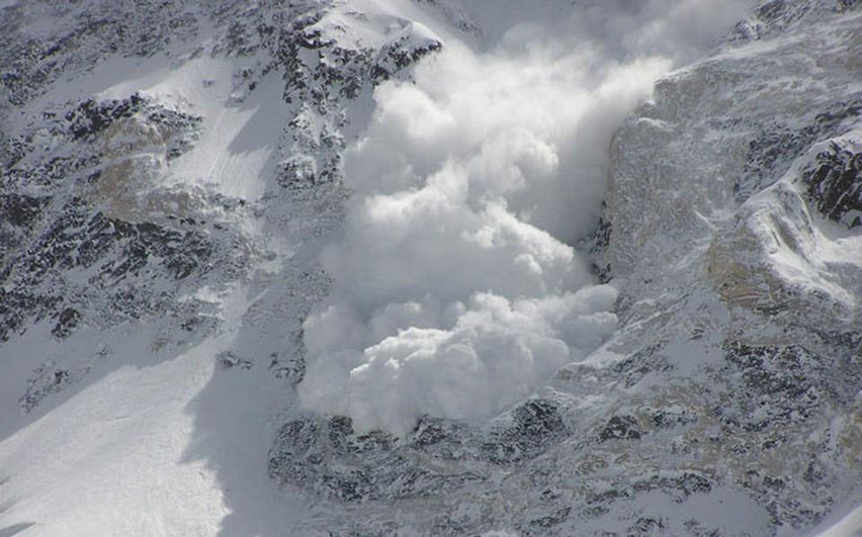 МЧС предупреждает об угрозе схода снежных лавин в горах.