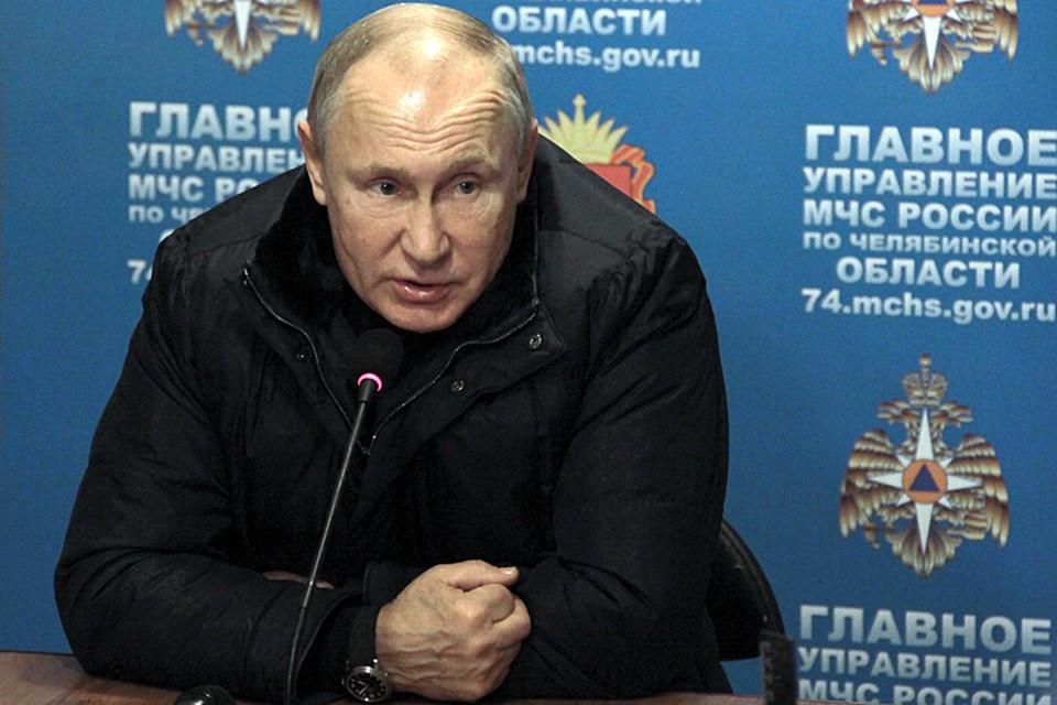 Прилетев в Магнитогорск президент отправился в оперативный штаб МЧС. Прилетев в Магнитогорск президент отправился в оперативный штаб МЧС,