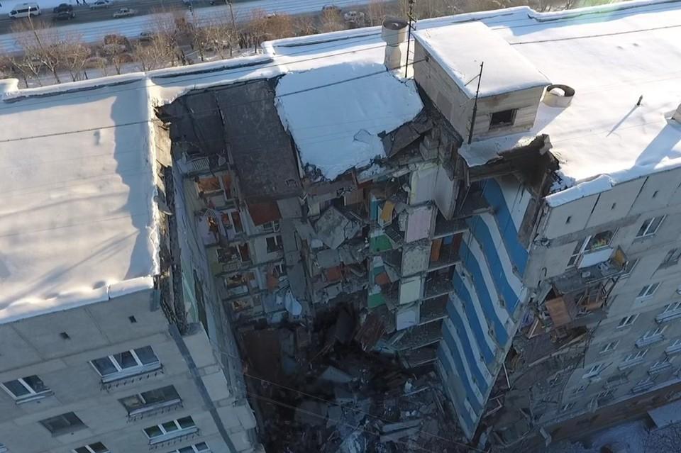 На видео спасатели заметили просевшую крышу, которая могла рухнуть в любой момент. Фото: Артем Ибрагимов.