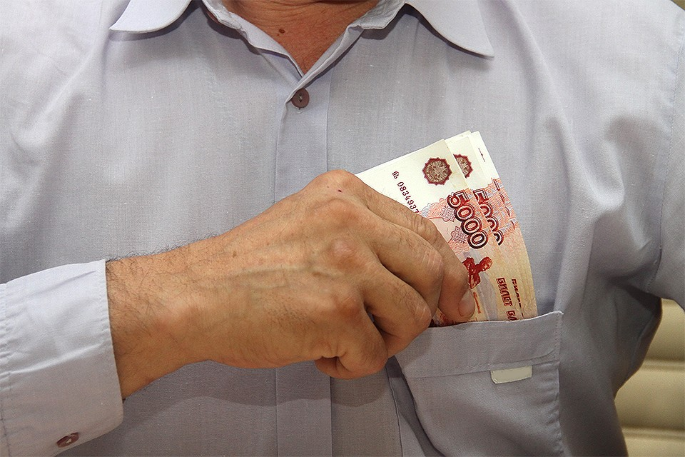Финансовые пирамиды, мошеннические кредитные организации и прочие финансовые жулики до сих пор выкачивают деньги из доверчивых россиян.