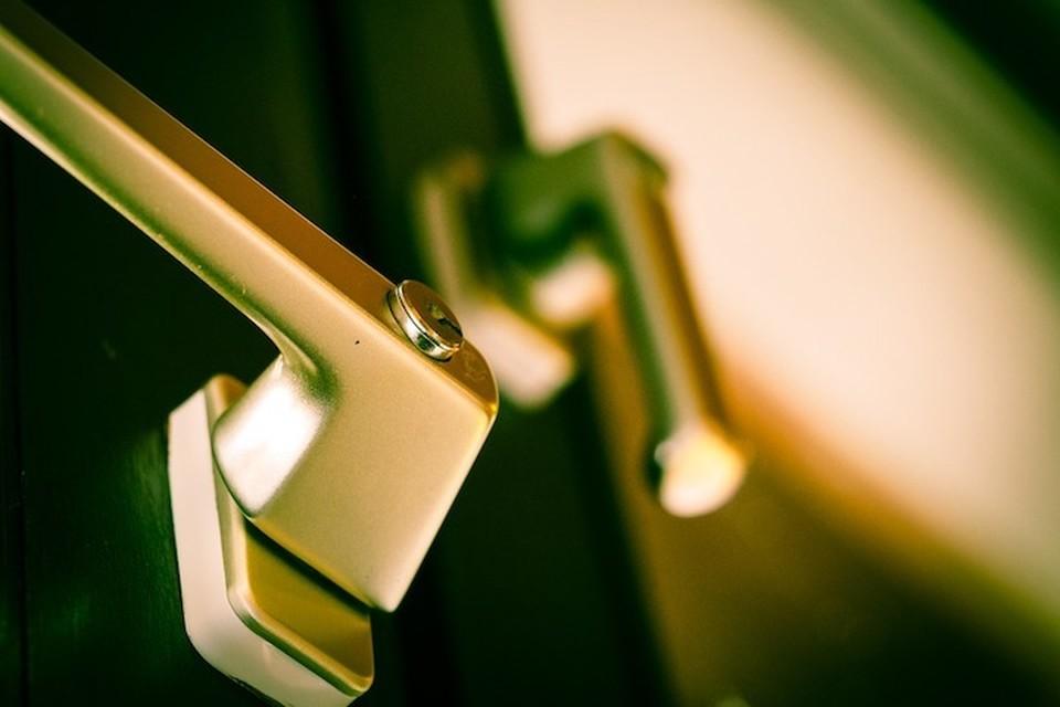 В Березовке парень выпал из окна. Фото pixabay.com