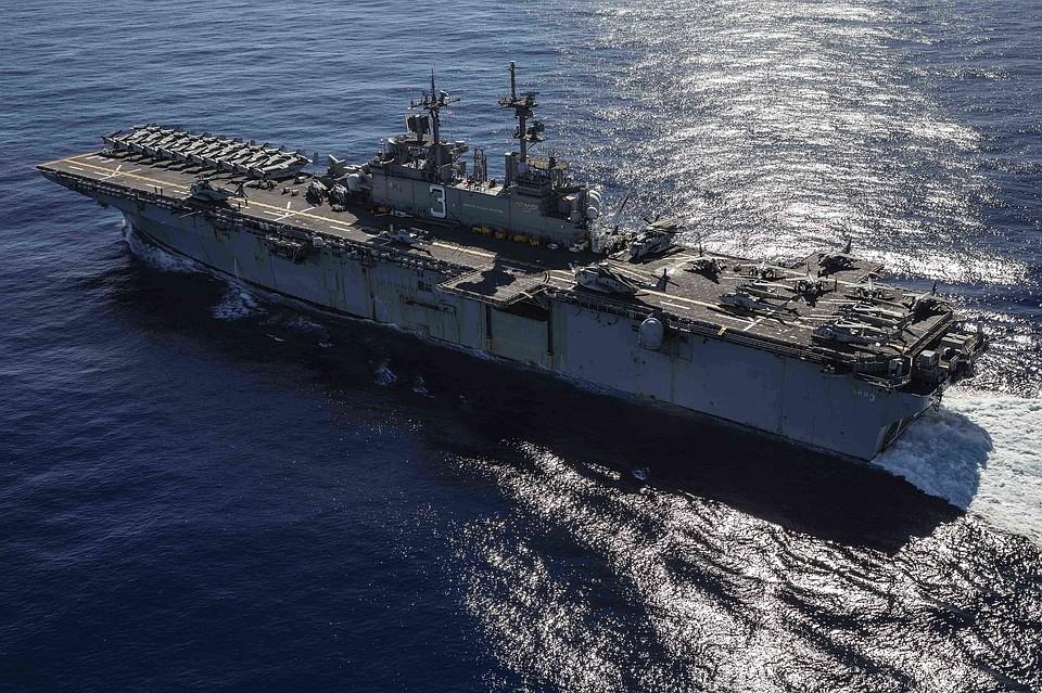 Десантный корабль США направился к берегам Сирии для прикрытия вывода войск