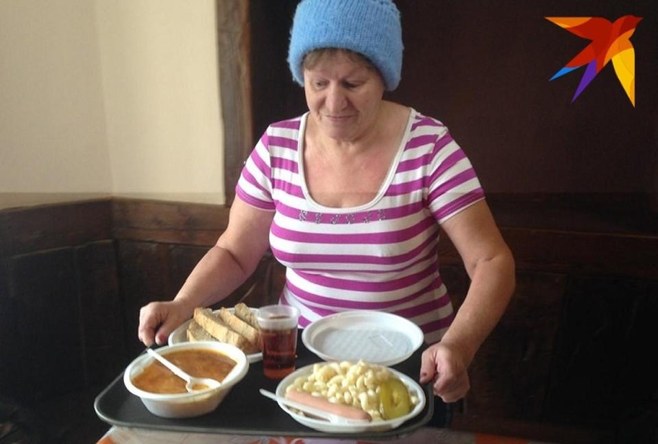 В первый день Веру Кудрявцеву и других посетителей потчевали супом, макаронами с сосиской и ароматными булочками.