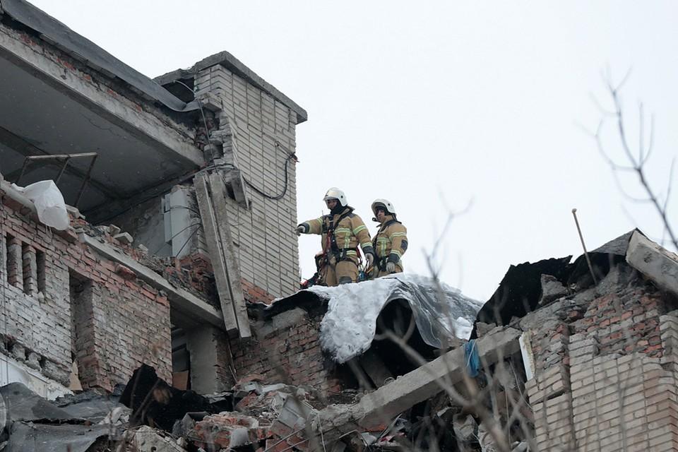 Спасатели завершают операцию по разбору завалов.