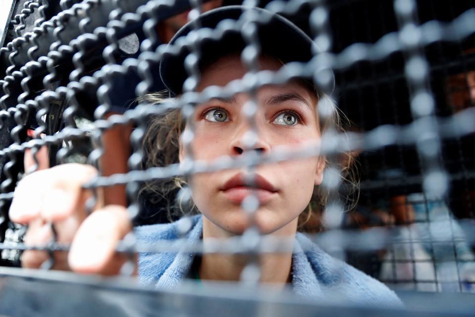 Анастасия Вашукевич (более известная как Настя Рыбка) перед депортацией из Таиланда.
