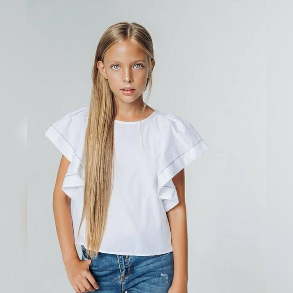 Девочка в 10 лет выглядит достатачно взрослой