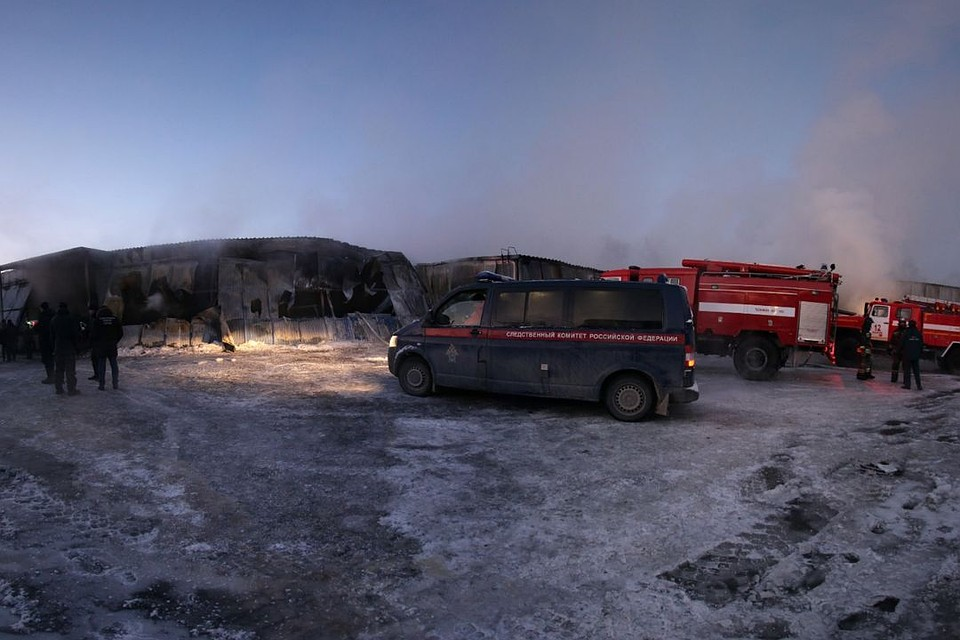 c797dda2b В пожаре на фабрике погибли 10 мужчин. Фото: СУ СКР по Новосибирской области .