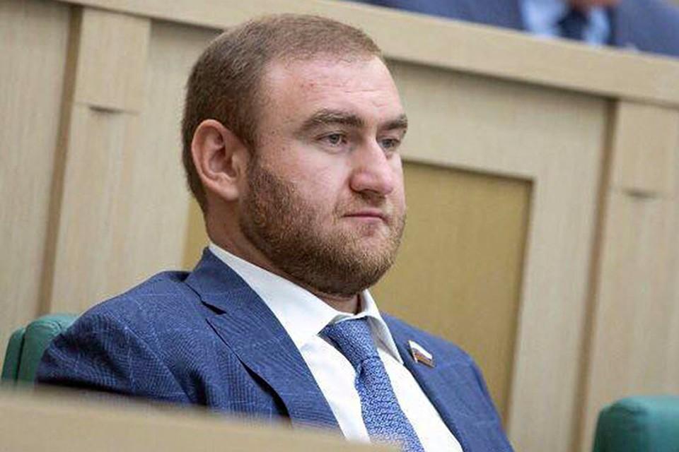 Рауф Арашуков - самый молодой сенатор. Ему 32 года. В Совет Федерации он пришел в 2016 году