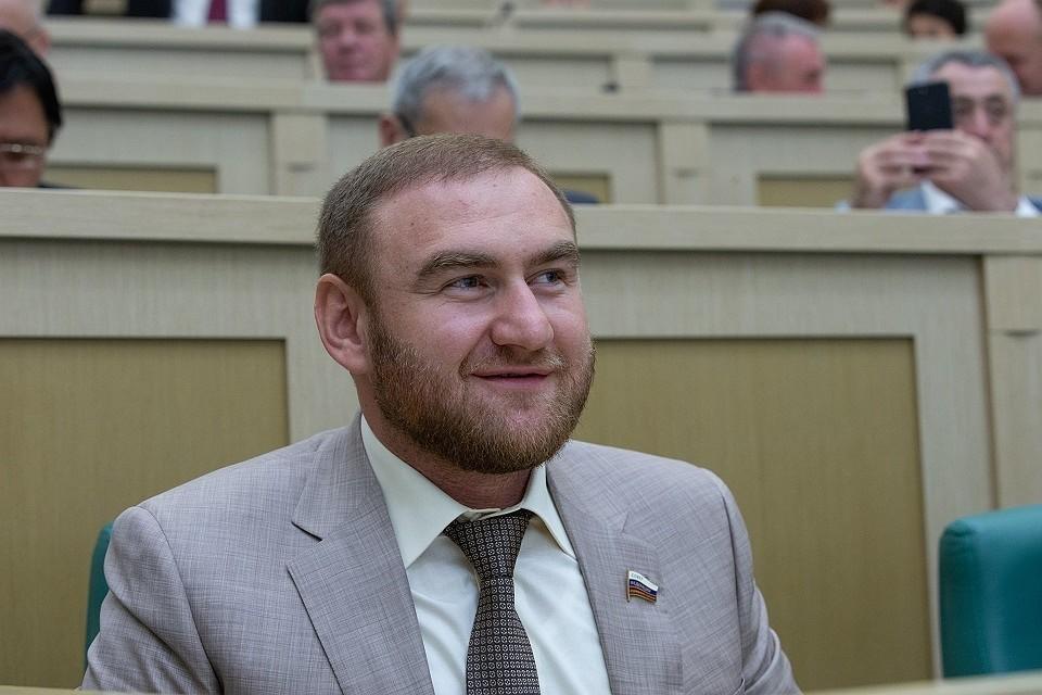 Рауфа Арашукова обвиняют в заказных убийствах и организации ОПГ. Фото: пресс-служба Совфеда РФ
