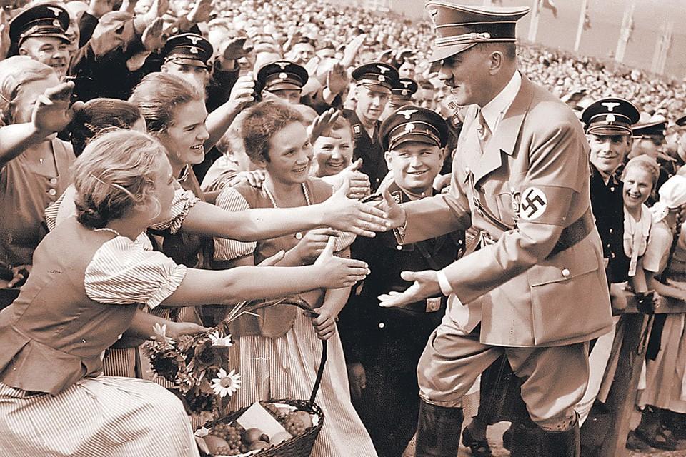 Женщины обожали фюрера, несмотря на то, что он отнюдь не был красавцем: вероятно, действовала магия власти.