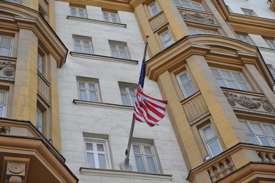 Бежать некуда: США закроют иммиграционный офис в Москве
