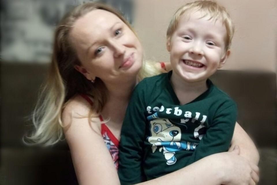 Совсем скоро четырехлетний Дима сможет, наконец, услышать маму. Фото: из архива Инны Бизиковой.