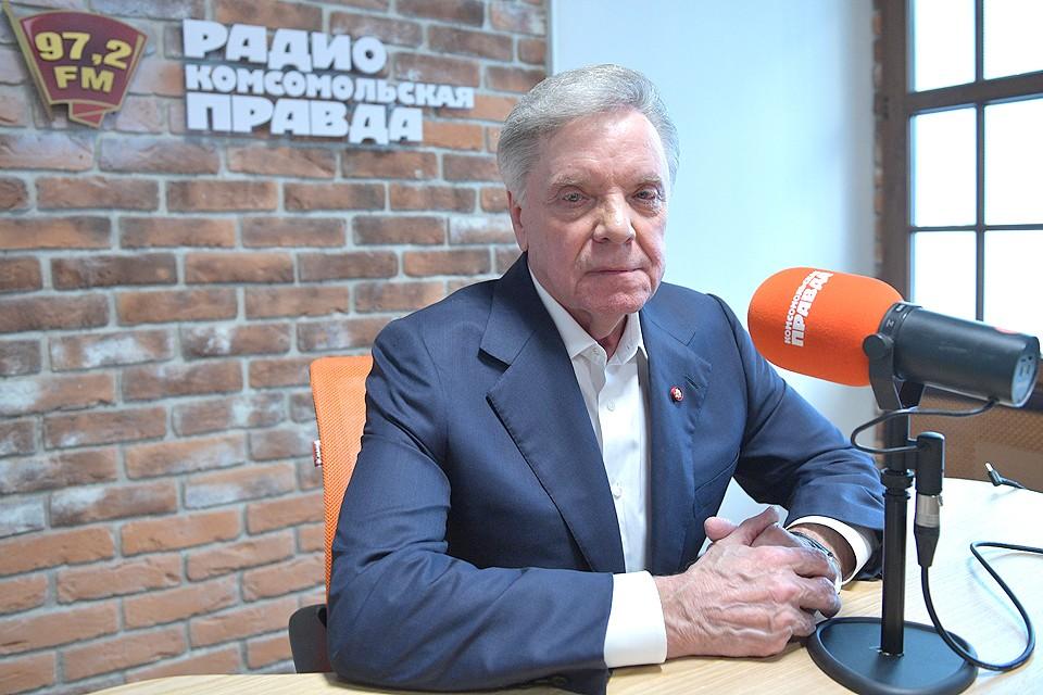 """Генерал-полковник Борис Громов в редакции """"Комсомольской правды""""."""