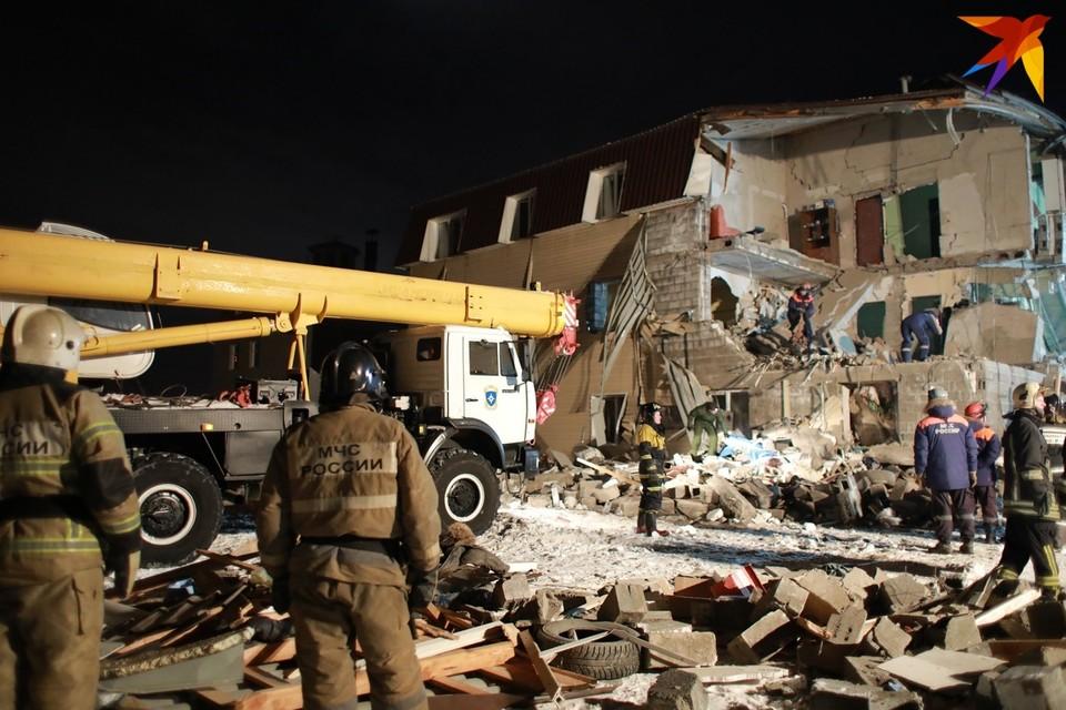 В Красноярске на месте разрушенного от хлопка газа дома спасатели начали разбирать завалы