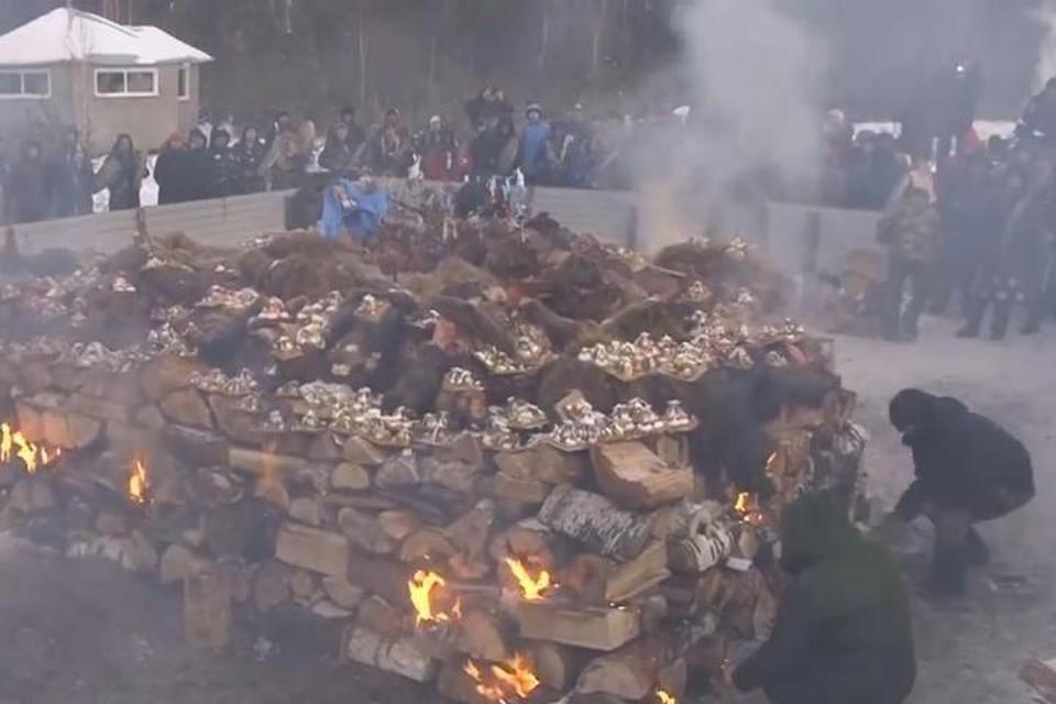 Сожгли 5 верблюдов: в Бурятии осудили ритуал байкальских шаманов