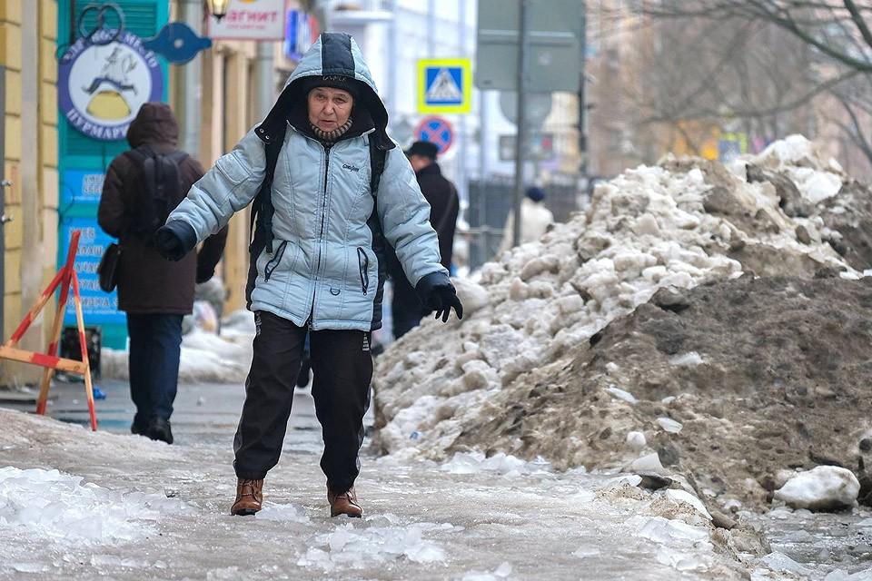 Снежные завалы Санкт-Петербурга.