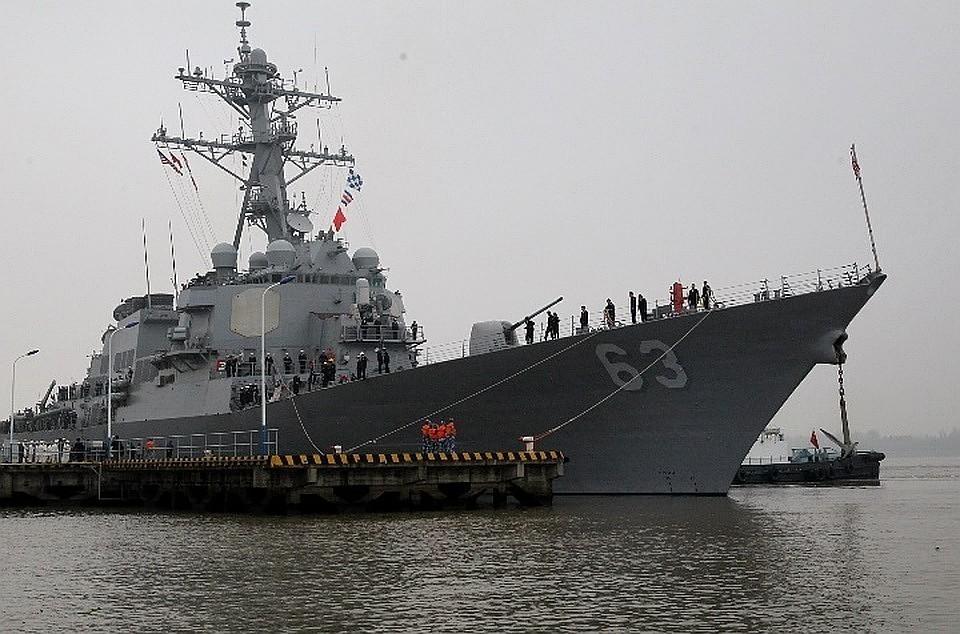 Эсминец США оказался между российских фрегатов в Эгейском море