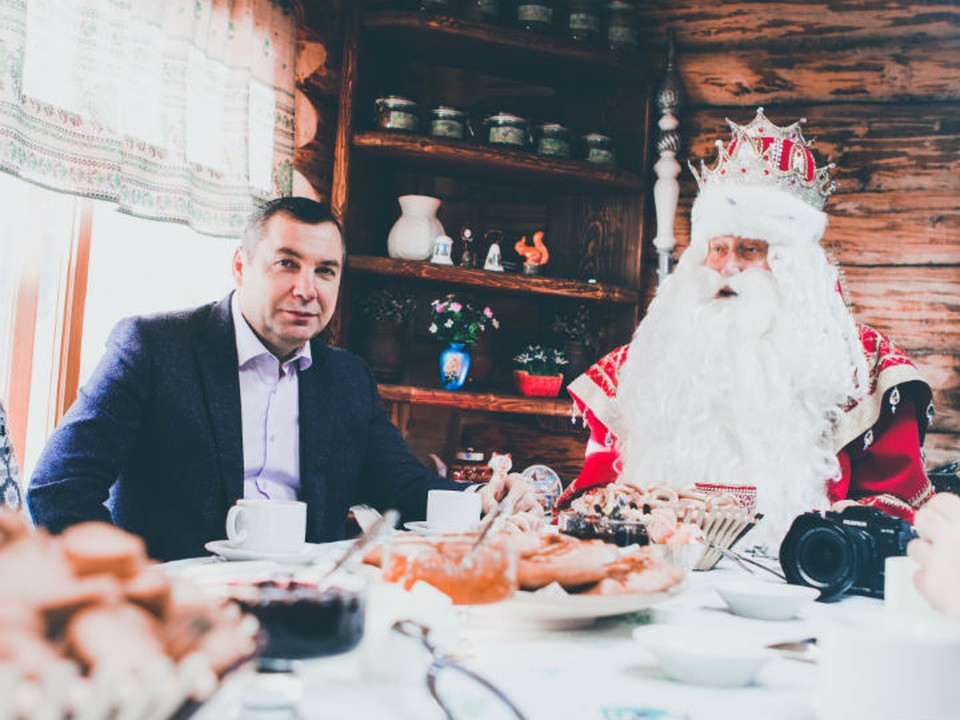 Блогеры доехали до вотчины доброго волшебника Трепало, ботало и настоящий Дед Мороз