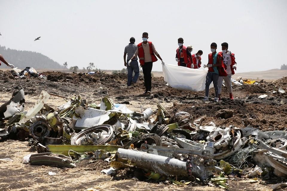 На месте крушения самолета Boeing 737 MAX Ethiopian Airlines