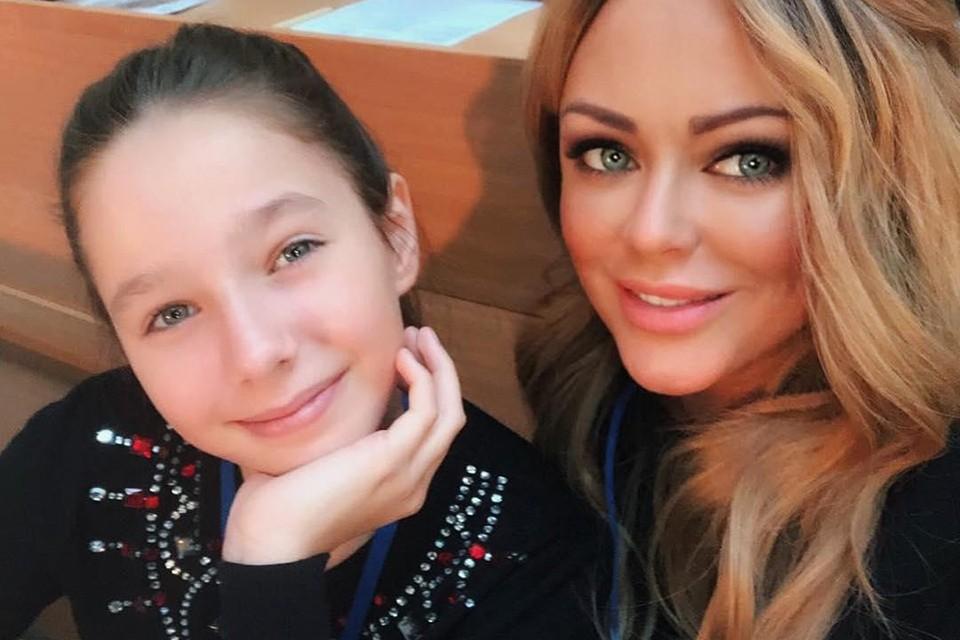 Юлия Началова с дочкой Верой.