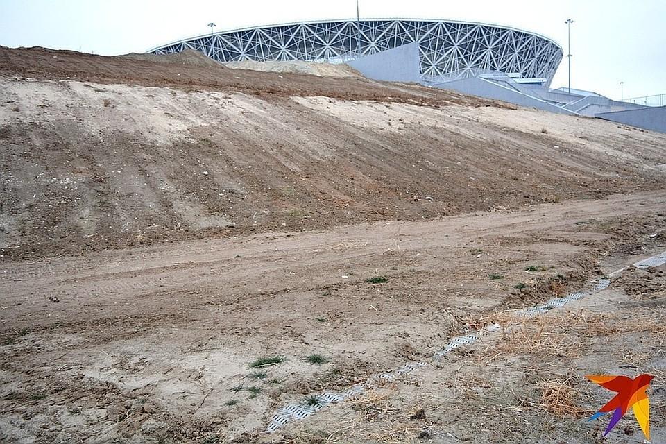 По итогам склон у стадиона должен выдерживать даже самые сильные ливни.