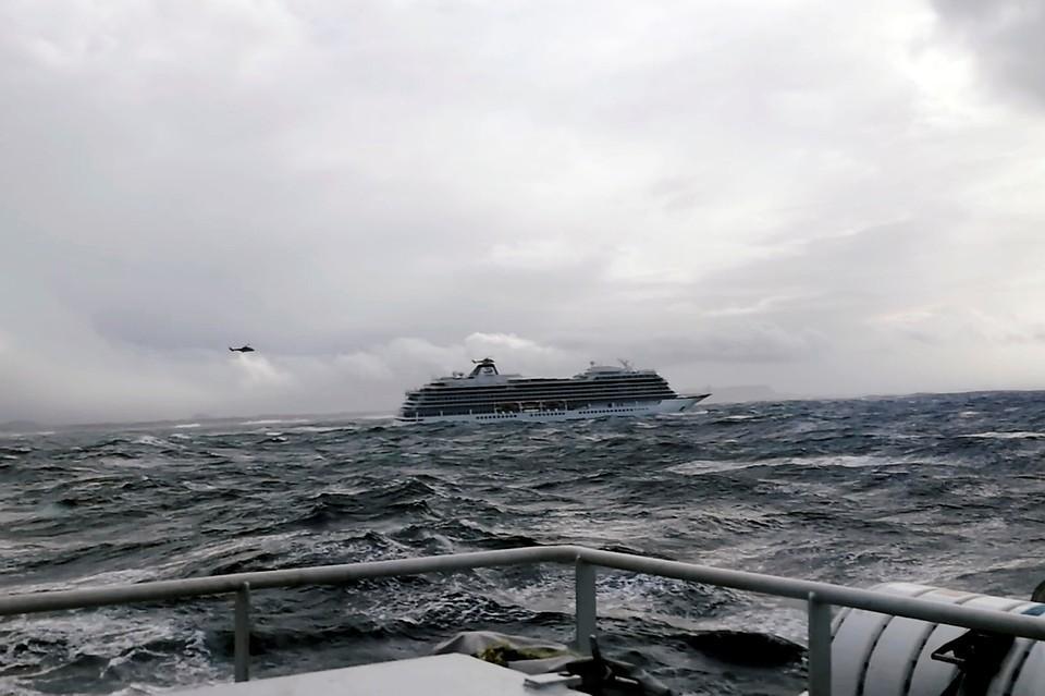 Судно Viking Sky потеряло ход в районе западного побережья Норвегии