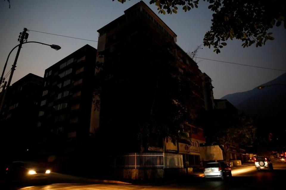 Каракас снова живет без электричества