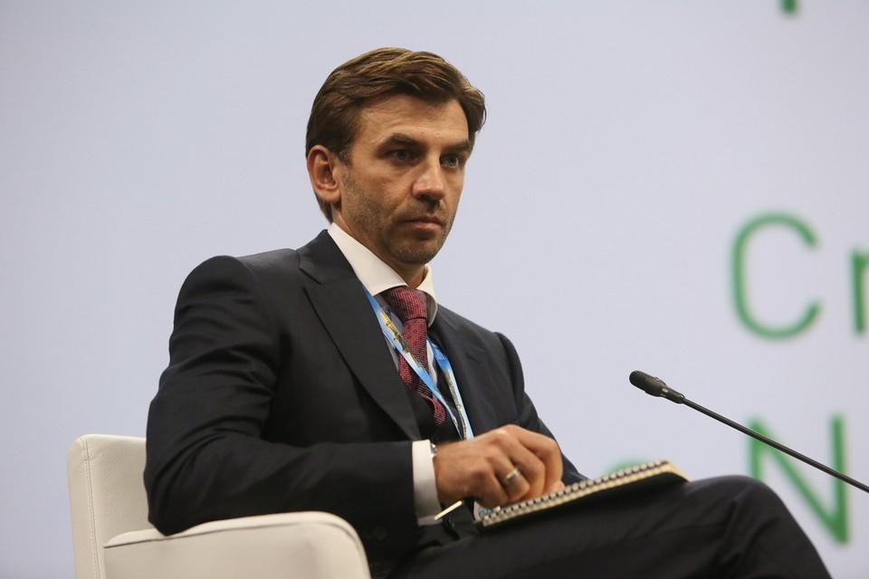 По версии следствия, до назначения министром Абызов владел акциями ряда энергетических компаний.