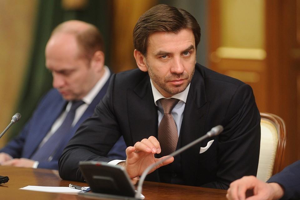Экс-министра Михаила Абызова подозревают в создании преступного сообщества и афере на 4 миллиарда рублей.
