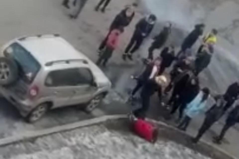 7cab2699f1b Избиение двух девушек в Новокузнецке попало на видео
