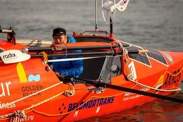 «Сорвало солнечные батареи, сорвало ветроуказатель»: Лодку Федора Конюхова трижды перевернул сильный шторм в океане