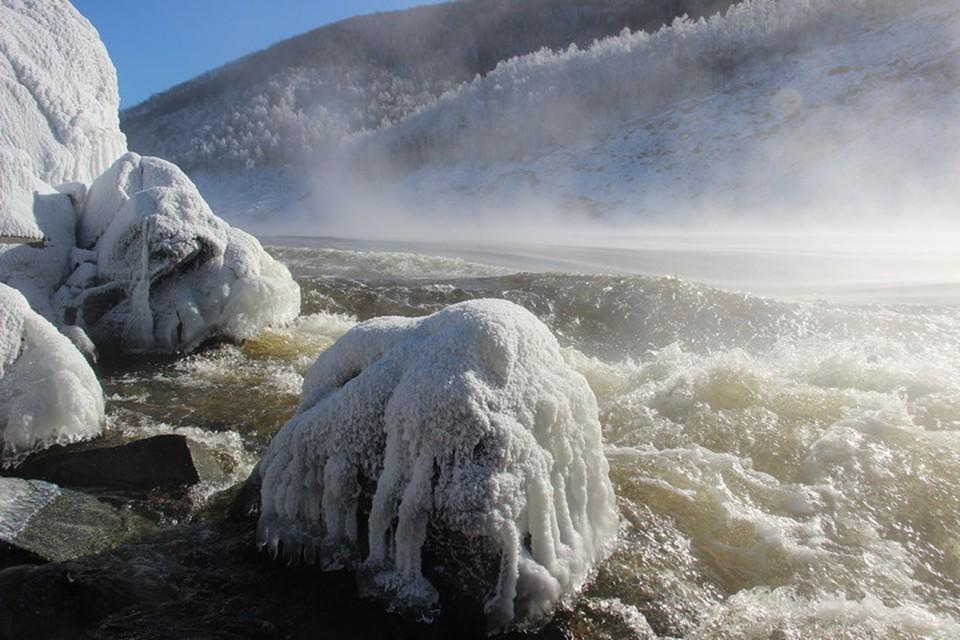 Грунт подтаивает, сопка осыпается: реку Бурея в Хабаровском крае может перегородить новым оползнем