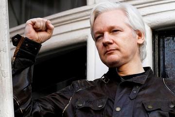 Ленин сдал Ассанжа: основателя WikiLeaks арестовали прямо в здании посольства Эквадора в Лондоне
