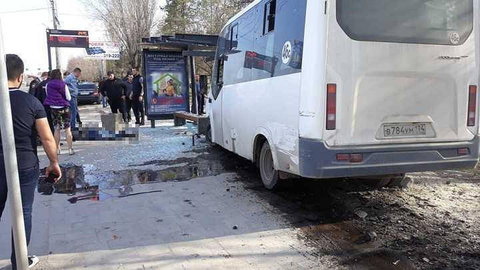 2 девочки попали под автобус на скутере в
