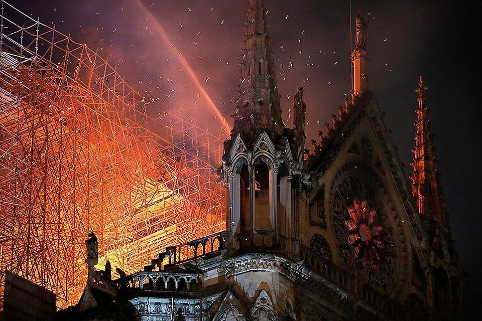 Специалисты назвали вероятную причину пожара в соборе Парижской Богоматери