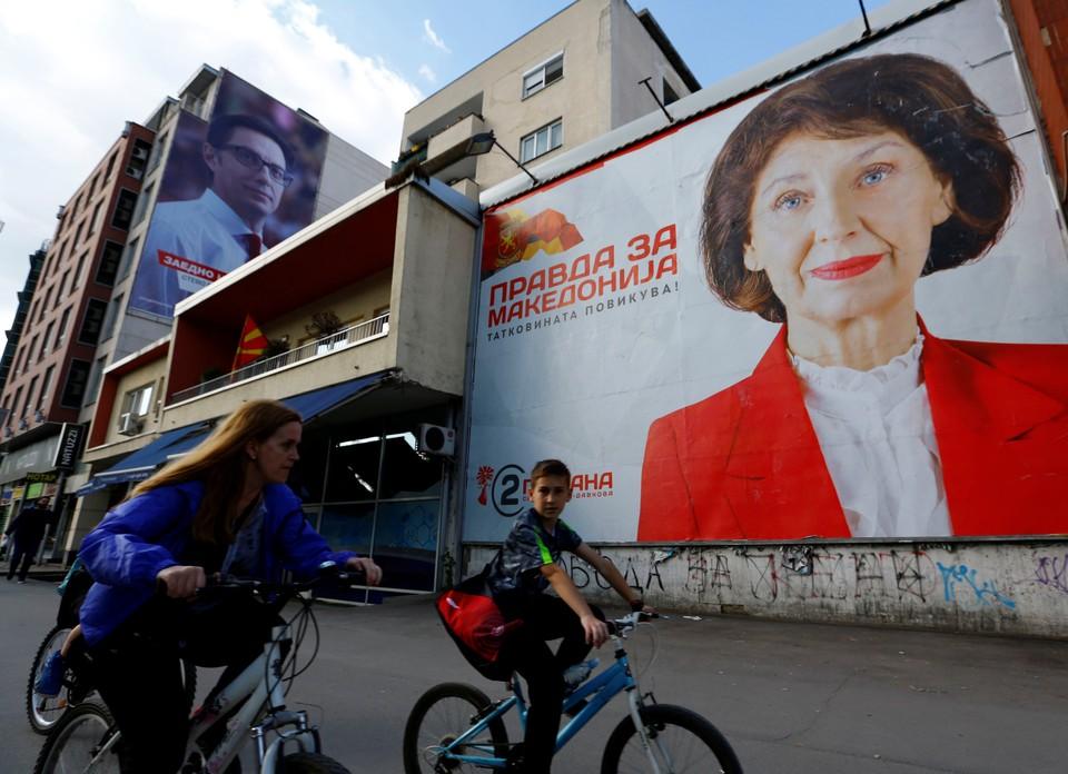 Плакат кандидата в президенты Северной Македонии Горданы Силяновской-Давковой