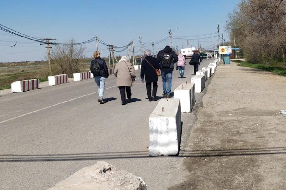 В основном крымчане едут к родственникам на Украину